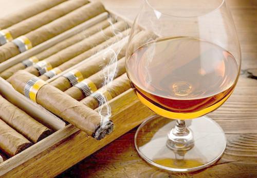 烟草和酒精危害健康