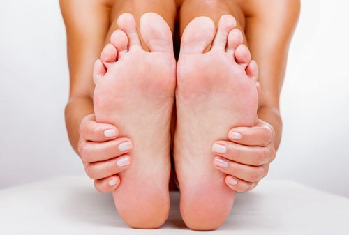患有跖疣要如何展开治疗呢?