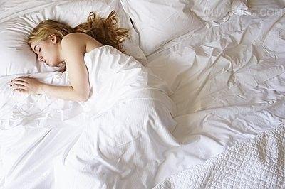 如何通过睡姿来呵护子宫?