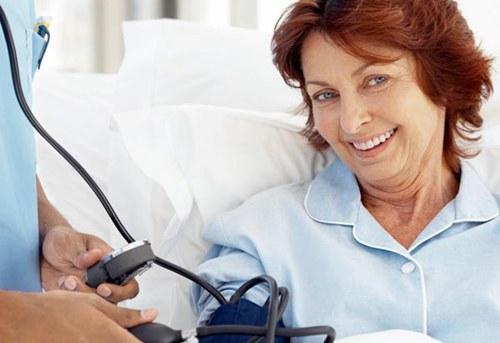 六十岁老人患有高血压吃什么比较好呢?