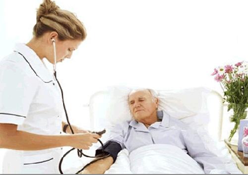 老人独居在家 易患高血压