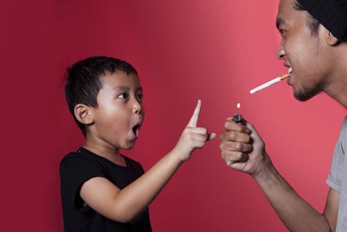 小孩哮喘 罪魁祸首竟是父母吸烟