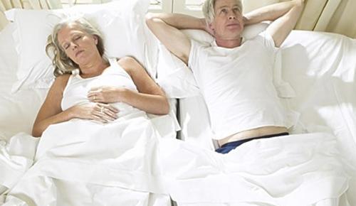 老人睡不好 警惕高血压
