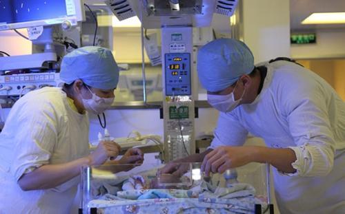 国内首例胎儿心脏病外科肿瘤切除手术成功
