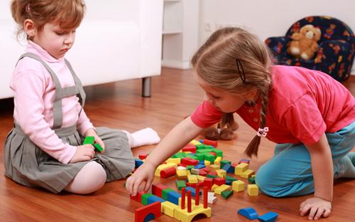 玩具巧对孩子闹情绪
