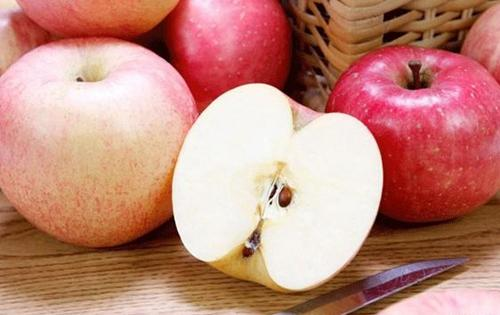 霉变苹果不可削后再吃!