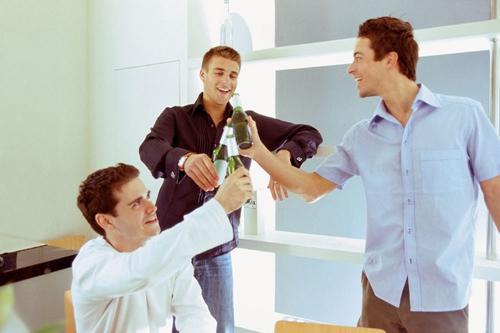 男性喝酒不伤身掌握七个小秘诀
