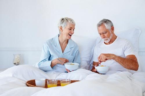 老年人早餐须知三宜三不宜