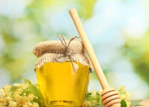 春季养肝 蜂蜜泡蒜效果好