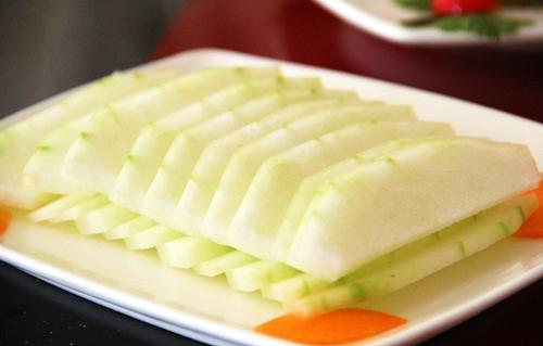老人夏季适合吃三类蔬菜