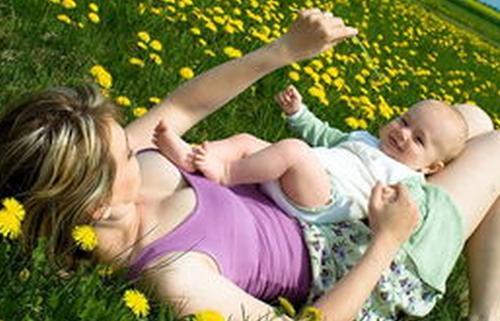 宝宝学习走路时的情绪变化