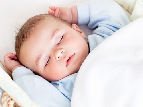 小儿晚上睡觉出汗多 家长要知道这些原因
