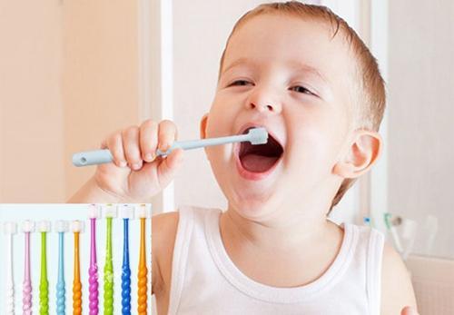 妈妈们要为宝宝选择合适的牙刷