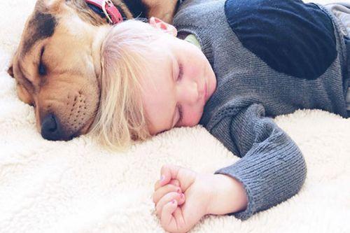 宝宝睡偏头这样轻松调整过来