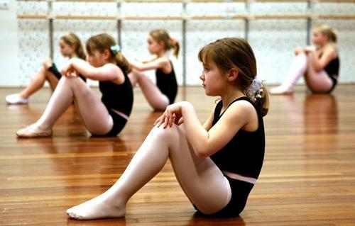 小孩是否适合学习舞蹈要看年龄
