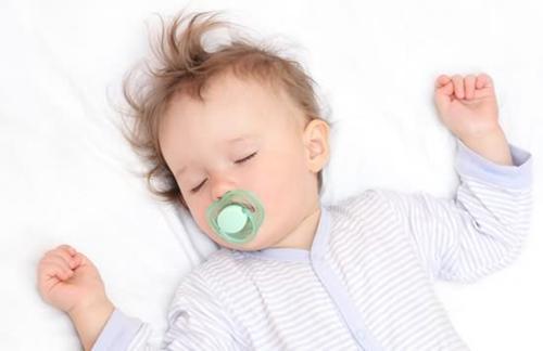 新生儿良好睡眠睡姿很重要