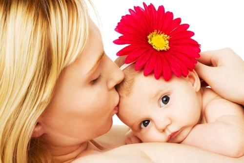 多和初生婴儿说话促进智力发育