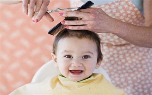 宝宝满月剃头究竟好不好?