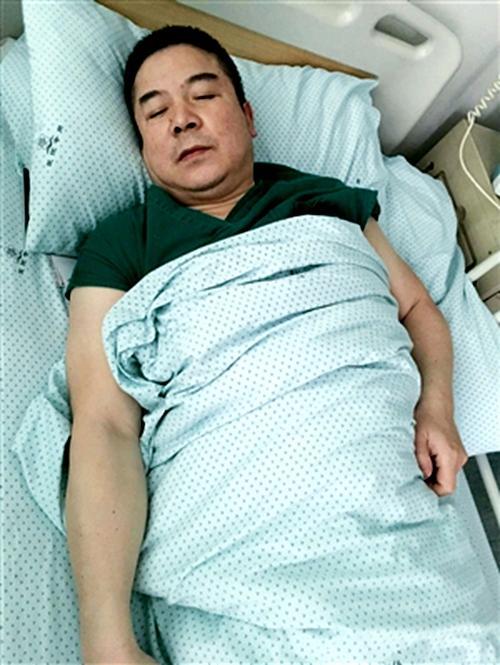 医生手术时肾结石发作仍坚持工作