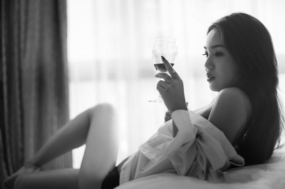 漂亮女上司诱惑我上了她的床 一夜情后变真爱