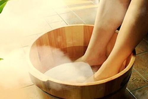 食醋泡脚可以软化血管是真的吗?