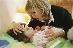 小孩出现发烧及出现口腔起红疹当心是疱疹性牙龈口腔炎