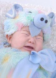 出生的婴儿比较爱哭是怎么回事,环境因素也会导致
