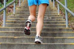 女性出现膝盖前方会刺痛酸软无力无法走路当心髌骨外翻