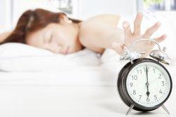 经常早上睡过头了怎么办 只要3步调节睡眠生理时钟