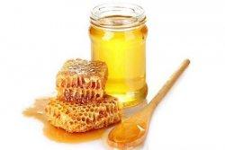 喝蜂蜜水的好处有哪些 喝蜂蜜水真能润喉咙吗