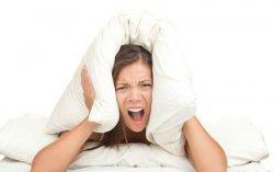 半夜难以入眠试试刮肺经和大肠经的助眠老偏方
