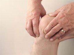 老人手脚麻木、腿软平常多按压穴位帮助血液循环
