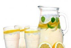 夏天喝柠檬水的功效与作用 经常喝柠檬水的好处