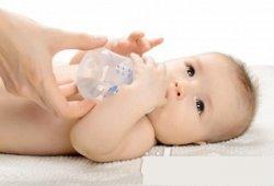一岁以下的婴幼儿喝水多易水中毒 水中毒症状介绍