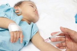 儿童害怕去医院打针家长应做好应对措施
