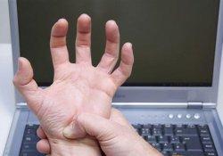 渐冻症的初期症状手部肌肉无力、萎缩