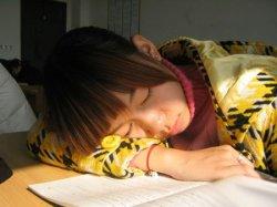 初中女生熟睡被同桌摸 女生帮男生撸管过程